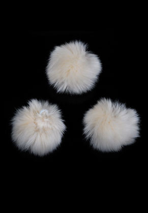 www.sayila.com - Synthetic fluff balls with elastic loop ±70mm