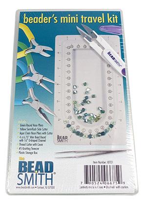 www.sayila.be - Beadsmith mini reispakket met rondbektang, platbektang, kniptang, rijgbord en meer 17,5x10,5cm