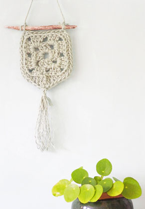 www.sayila.com - Hoooked DIY Crochet kit Wall hanger Elx Jute