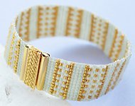 www.sayila.nl - Inspiratie Project Gold Line Bracelet by Delica Bead Looming